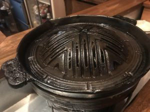 ジンギスカン鍋を温める
