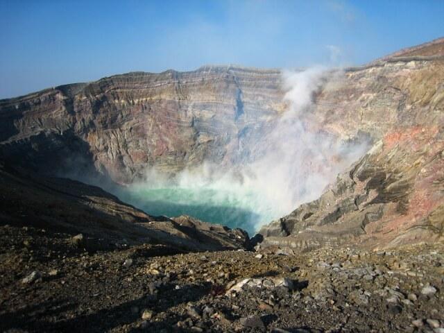 世界有数の大型カルデラを持つ「阿蘇山」