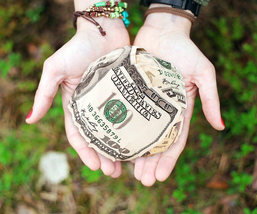 お金を受け取って活動する「有償ボランティア」