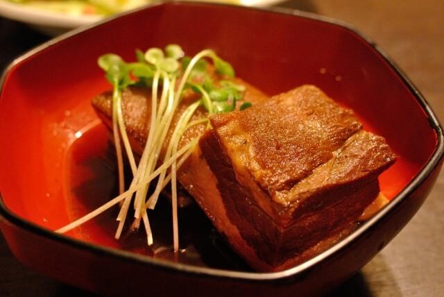 沖縄県の郷土料理「ラフテー」