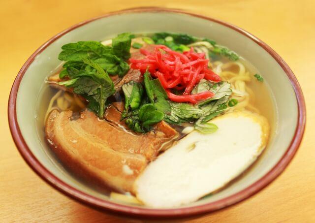 沖縄名物料理「ソーキそば」