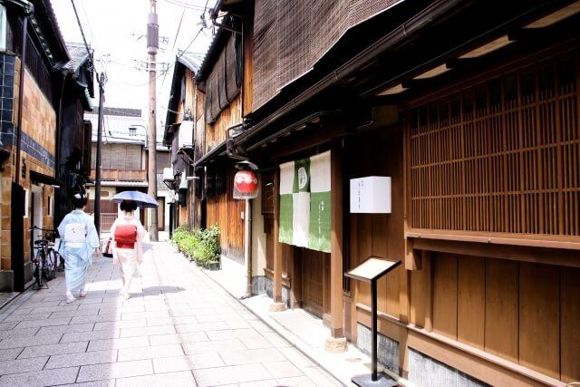 京都の伝統工芸品「京うちわ」